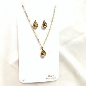 NEW‼️Charming Charlie gold necklace and earrings